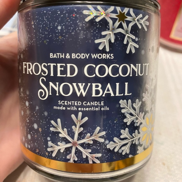 Frosted coconut snowball 1 wick